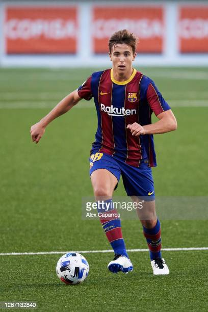 Nico Gonzalez of FC Barcelona B runs with the ball during the Segunda Division B Group IIIA match between CE L'Hospitalet and FC Barcelona B at...