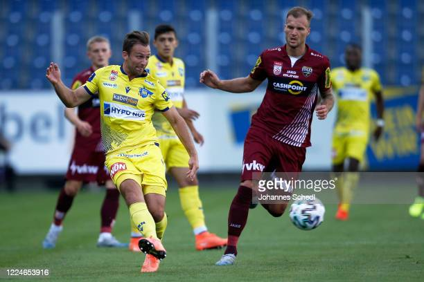 Nico Gorzel of St. Poelten and Matthias Maak of Altach in action during the tipico Bundesliga match between Spusu SKN St. Poelten and Cashpoint SCR...