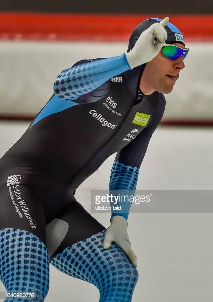 Nico Ihle ueber die 500m der Maenner waehrend der Deutschen Eisschnelllauf Meisterschaft in der Max Aicher Arena am 27. Oktober 2017 in Inzell.