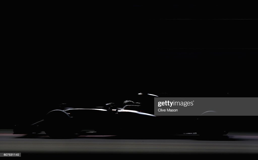 Nico Rosberg of Germany driving the (6) Mercedes AMG Petronas F1 Team Mercedes F1 WO7 Mercedes PU106C Hybrid turbo on track during the Formula One Grand Prix of Singapore at Marina Bay Street Circuit on September 18, 2016 in Singapore.