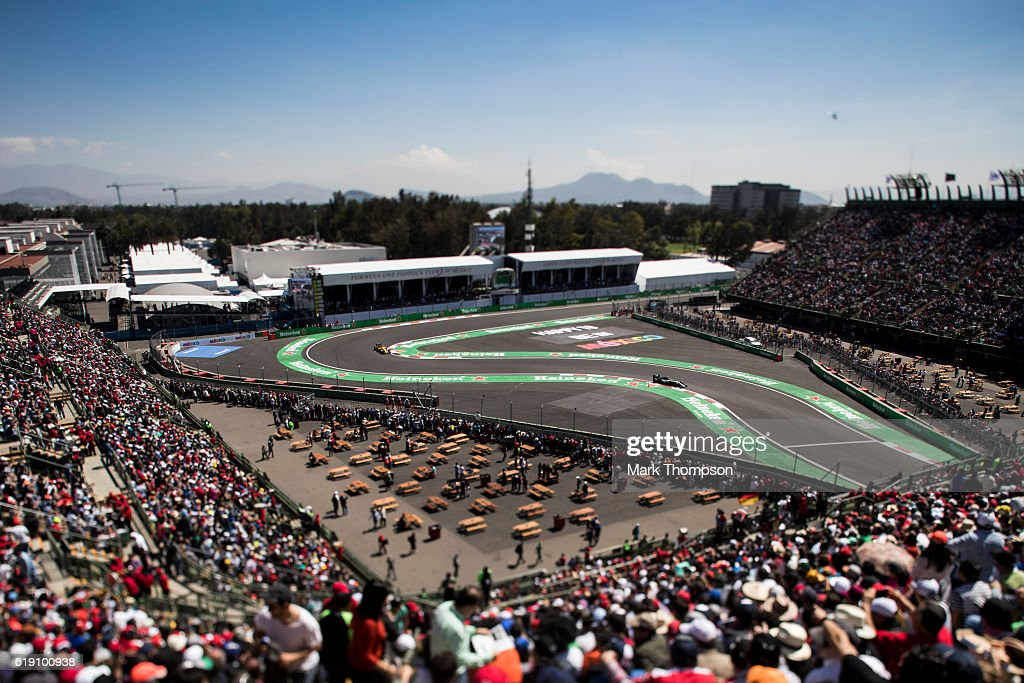 Nico Rosberg of Germany driving the (6) Mercedes AMG Petronas F1 Team Mercedes F1 WO7 Mercedes PU106C Hybrid turbo on track during qualifying for the Formula One Grand Prix of Mexico at Autodromo Hermanos Rodriguez on October 29, 2016 in Mexico City, Mexico.