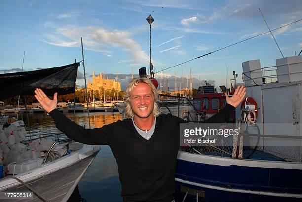 Nico Schwanz , Hafen vor Kathedrale, Palma de Mallorca, Insel Mallorca, Balearen, Spanien, Europa, Kirche, Posing, posieren, Urlaub, Model, Sänger,...