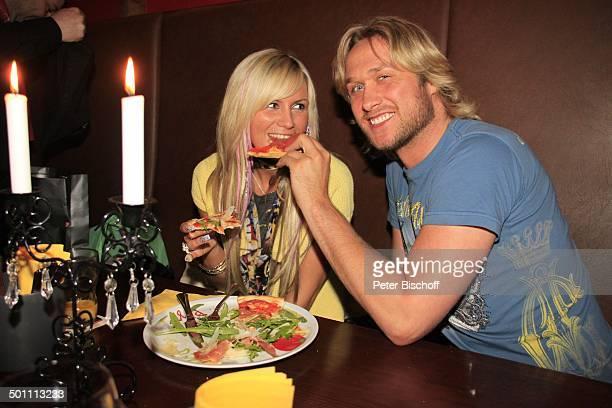 Nico Schwanz Lebensgefährtin Juliett Giegler Restaurant Lo Studente Jena Thüringen Deutschland Europa Mahlzeit speisen essen füttern Kerzen Pizza...