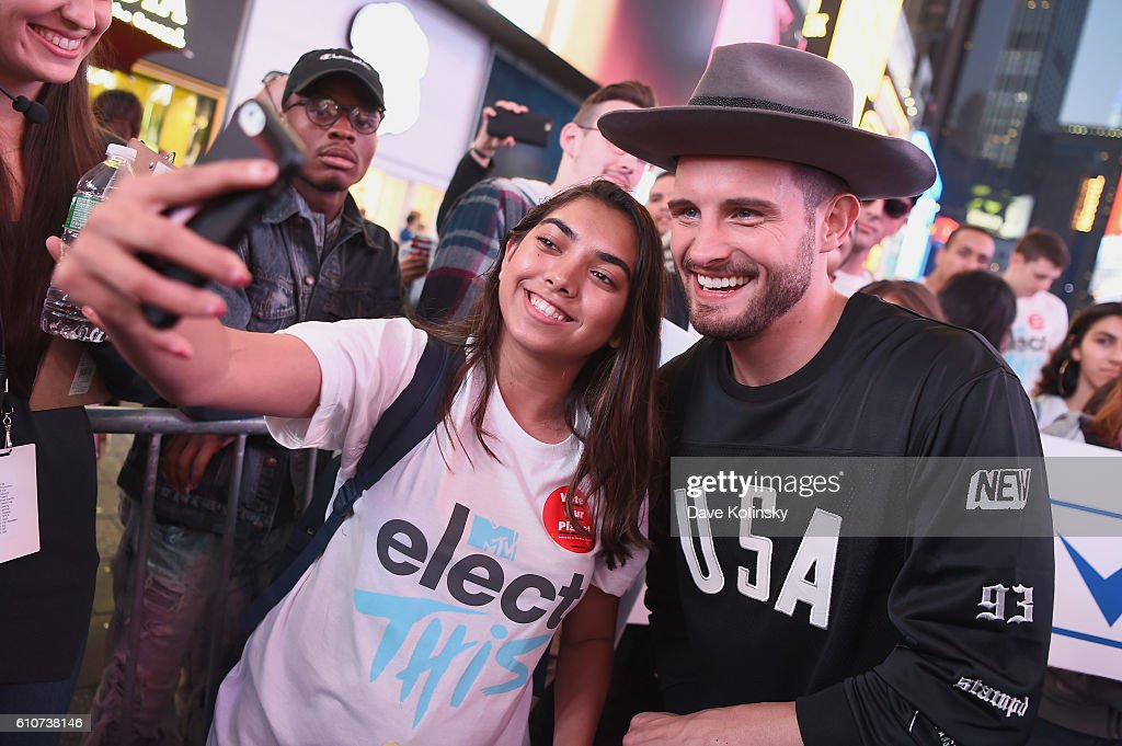 Nico Tortorella (L) helps fans register to vote with MTV Total Registration Live at Times Squre on September 27, 2016 in New York City.