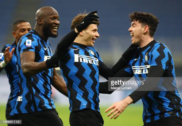 Nicol Barella of Internazionale celebrates with Romelu Lukaku and team mates after scoring their side's second goal during the Serie A match between...