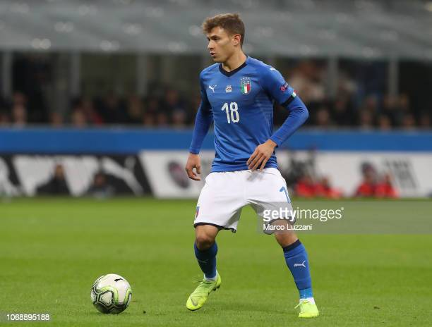 Nicolò Barella of Italy controls the ball during the UEFA Nations League A group three match between Italy and Portugal at Stadio Giuseppe Meazza on...