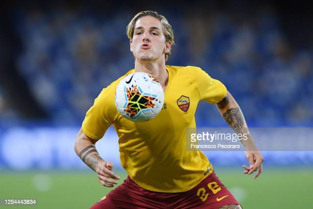 Nicolò Zaniolo of AS Roma warms up for his first game after injury before the Serie A match between SSC Napoli and AS Roma at Stadio San Paolo on...