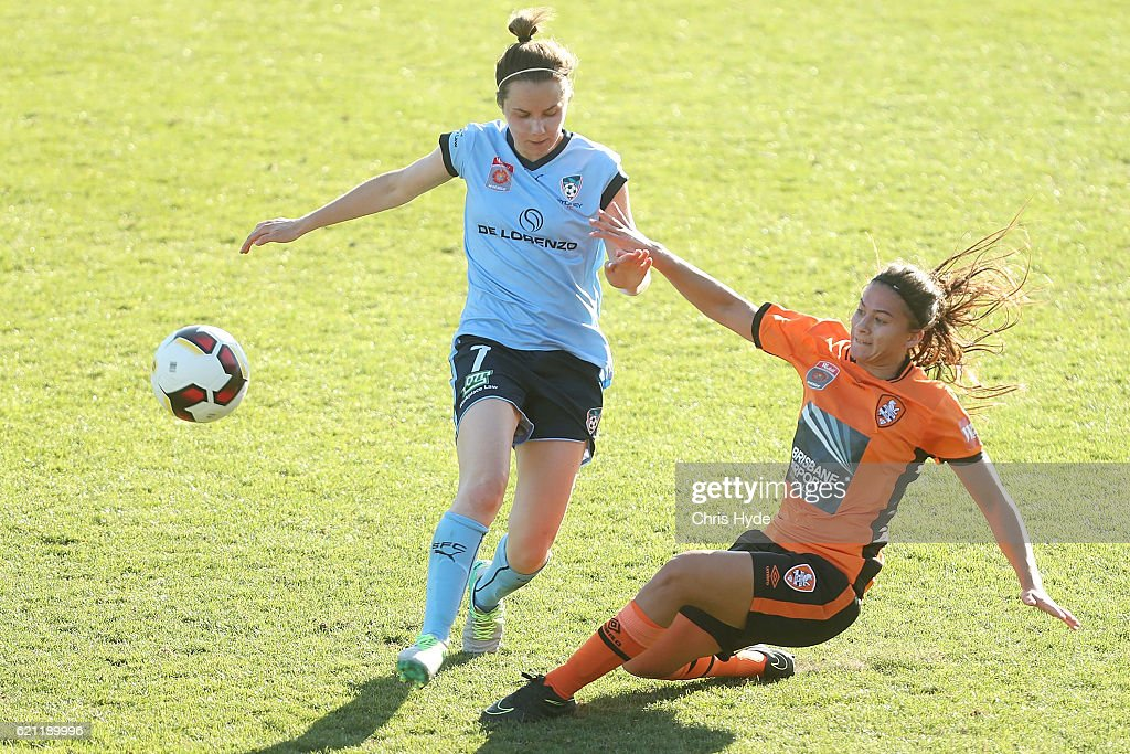 Nicola Bolger of Sydney FC and Angela Beard of the Roar compete for the ball during the round one W-League match between the Brisbane Roar and Sydney FC at Spencer Park on November 5, 2016 in Brisbane, Australia.