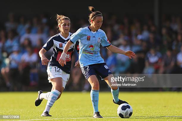 Nicola Bolger of Sydney FC is chased by Ella Mastrantonio of the Victory during the round four WLeague match between Sydney and Melbourne at Lambert...