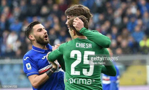 Nicola Murru of UC Sampdoria protests as Dusan Vlahovic of ACF Fiorentina celebrates after scoring a penalty during the Serie A match between UC...