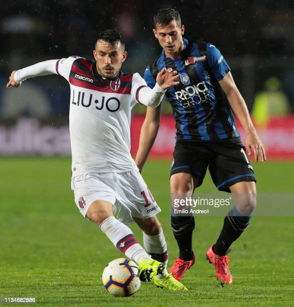 Nicola Sansone of Bologna FC is challenged by Remo Freuler of Atalanta BC during the Serie A match between Atalanta BC and Bologna FC at Stadio...