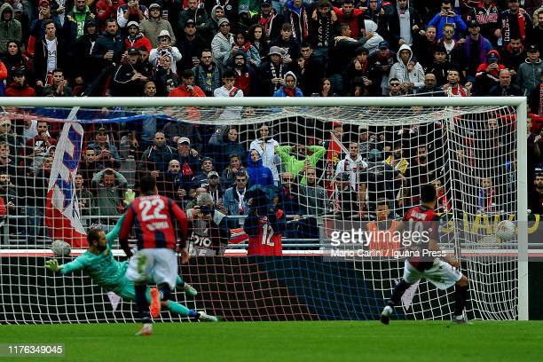 Nicola Sansone of Bologna FC scores a goal from the penalty spot during the Serie A match between Bologna FC and AS Roma at Stadio Renato Dall'Ara on...