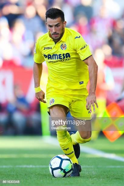 Nicola Sansone of Villarreal CF runs with the ball during the La Liga match between Girona and Villarreal at Estadi de Montilivi on October 15 2017...