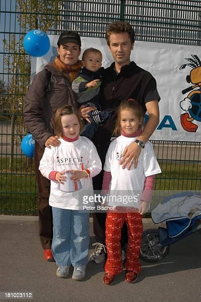 Nicola Tiggeler Ehemann Timothy Peach Sohn Benjamin Peach Tochter Tiffany Paulina Teilnehmer Laufen für Unicef Gelände der Bavaria Film München...