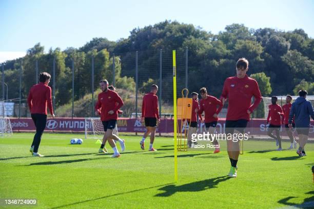 Nicola Zalewski in action during a training session at Centro Sportivo Fulvio Bernardini on October 15, 2021 in Rome, Italy.