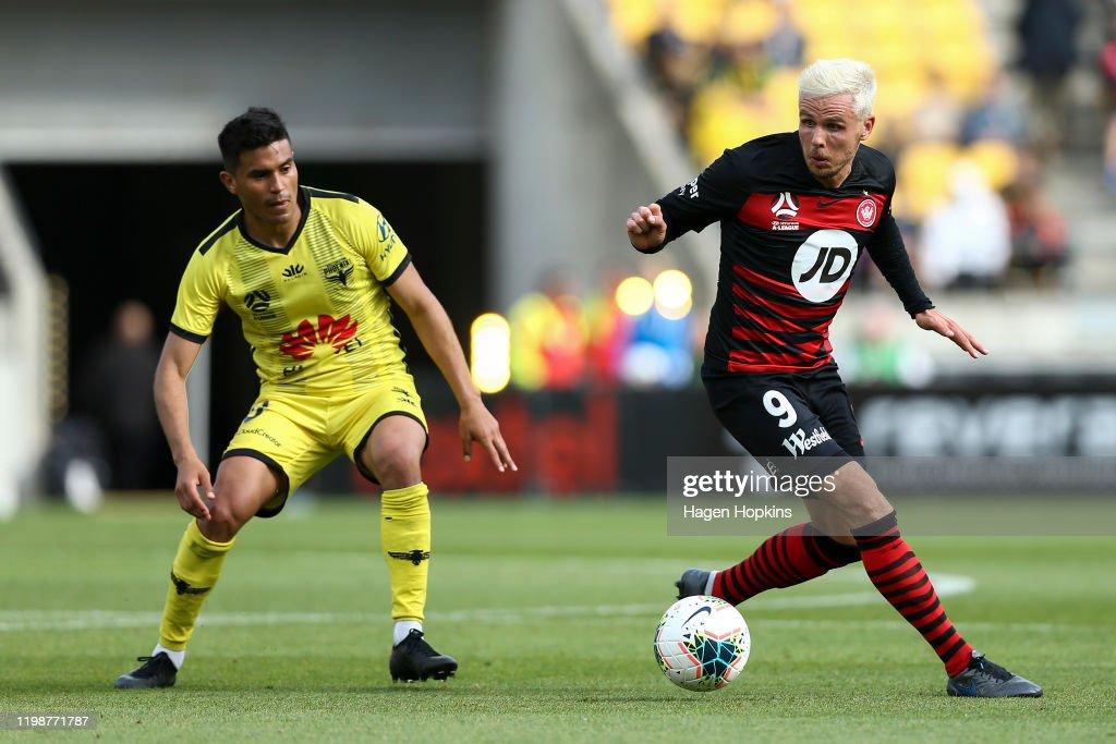 A-League Rd 14 - Wellington v Western Sydney : News Photo