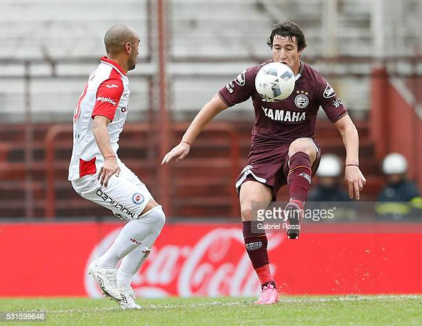 Nicol‡as Aguirre of Lanus fights for the ball with Cristian Ledesma of Argentinos Juniors during a match between Argentinos Juniors and Lanus as part...