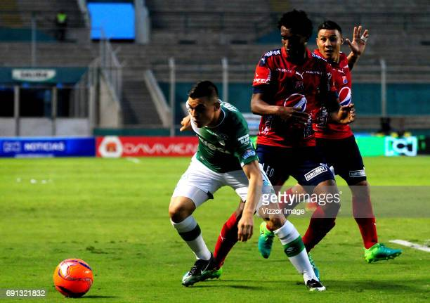 Nicolas Benedetti of Deportivo Cali competes for the ball with Didier Moreno of Independiente Medellin duing a match between Deportivo Cali and...