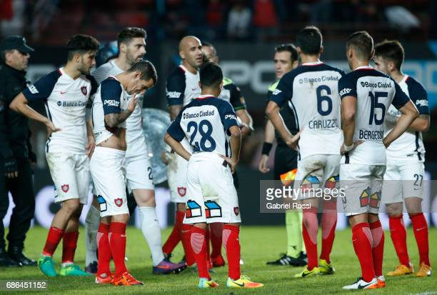 Nicolas Blandi Leandro Romagnoli Nahuel Barrios Juan Mercier Matias Caruzzo and Gonzalo Bergessio of San Lorenzo leave the field disappointed after a...