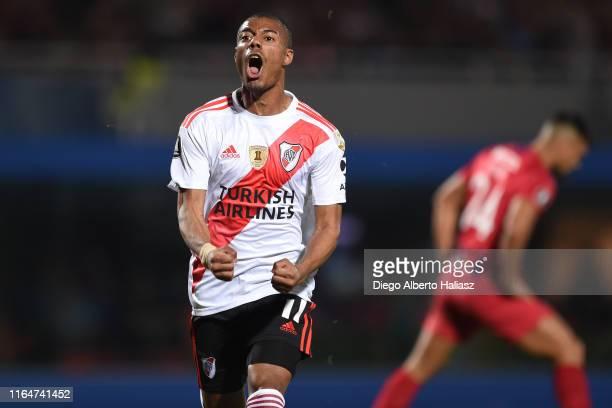 Nicolas De la Cruz of River Plate celebrates after scoring the equalizer during a match between Cerro Porteño and River Plate as part of Quarter...