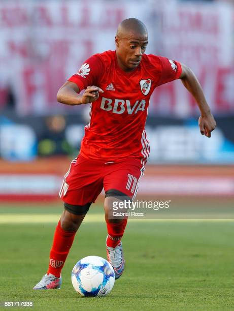 Nicolas De la Cruz of River Plate drives the ball during a match between River Plate and Atletico de Tucuman as part of Superliga 2017/18 at...