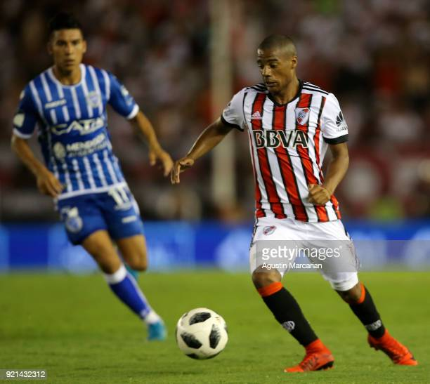 Nicolas De La Cruz of River Plate drives the ball during a match between River Plate and Godoy Cruz as part of Argentina Superliga 2017/18 at Estadio...