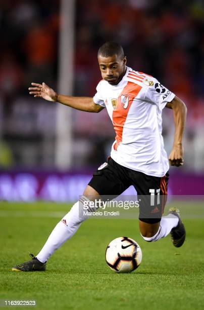 Nicolas De La Cruz of River Plate drives the ball during a round of sixteen first leg match between River Plate and Cruzeiro as part of Copa CONMEBOL...