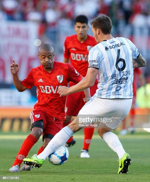 Nicolas De la Cruz of River Plate fights for the ball with Franco Sbuttoni of Atletico de Tucuman during a match between River Plate and Atletico de...