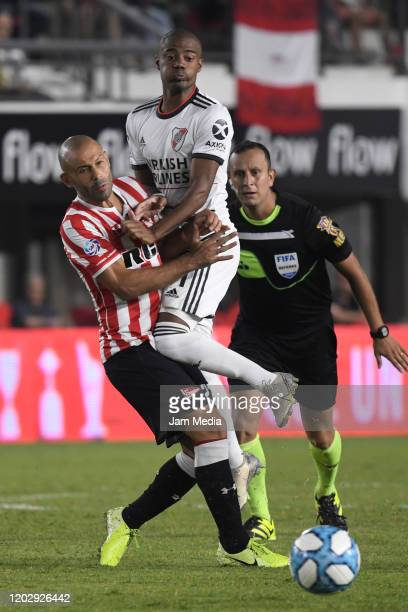 Nicolas De La Cruz of River Plate fights for the ball with Javier Mascherano of Estudiantes during a match between Estudiantes and River Plate as...