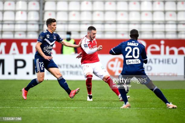 Nicolas DE PREVILLE of Bordeaux and Dario MARESIC of Reims during the Ligue 1 match between Reims and Girondins Bordeaux at Stade Auguste Delaune on...