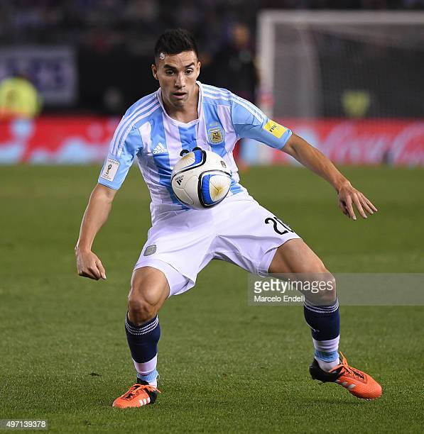 Nicolas Gaitan of Argentina controls the ball during a match between Argentina and Brazil as part of FIFA 2018 World Cup Qualifiers at Monumental...
