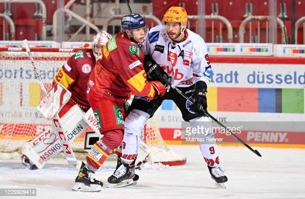 Nicolas Geitner of the Duesseldorfer EG and Jan Urbas of the Fischtown Pinguins during the game between the Duesseldorfer EG and the Fischtown...