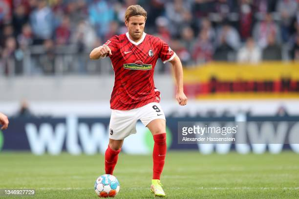 Nicolas Höfler of Freiburg runs with the ball during the Bundesliga match between Sport-Club Freiburg and RB Leipzig at SC-Stadion on October 16,...