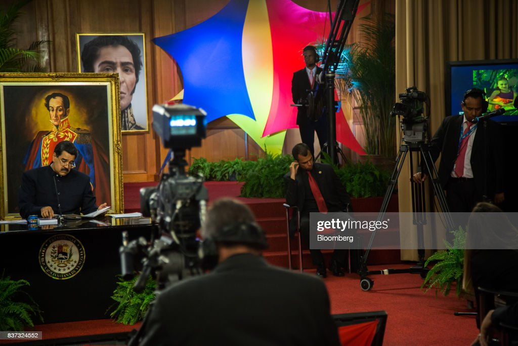 Nicolas Maduro, Venezuela's president, left, pauses while speaking during a news conference in Caracas, Venezuela, on Tuesday, Aug. 22, 2017. Madurosaid Venezuela's authoritarian regime is prepared for additional retaliation from the U.S., one of the crisis-torn nation's principal trade partners, including wide-reaching sanctions on its beleaguered economy and oil industry. Photographer: Wil Riera/Bloomberg via Getty Images