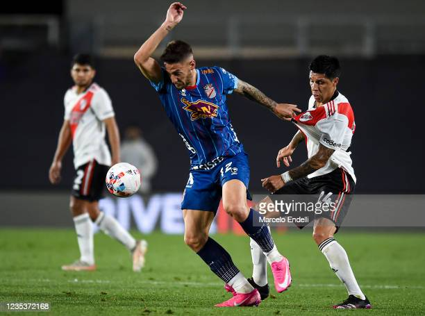 Nicolas Mazzola of Arsenal fights for the ball with Enzo Perez of River Plate during a match between River Plate and Arsenal as part of Torneo Liga...