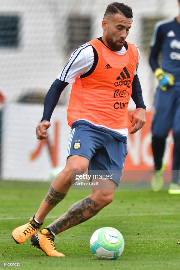 Nicolas Otamendi of Argentina drives the ball during a training session at 'Julio Humberto Grondona' training camp on August 28, 2017 in Ezeiza, Argentina.
