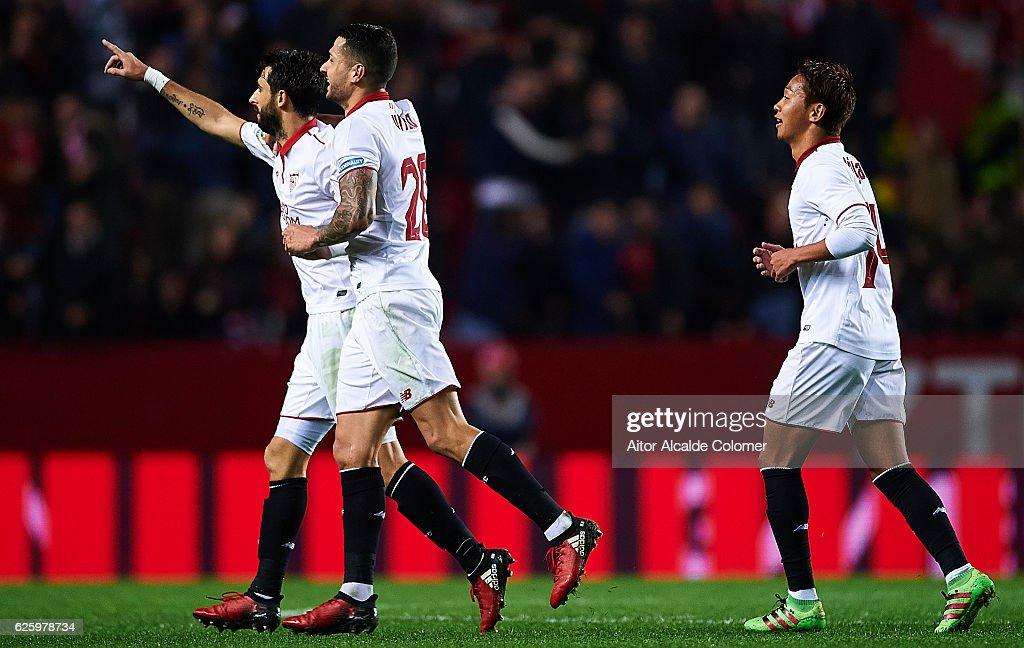 Nicolas Pareja of Sevilla FC celebrates after scoring during the La Liga match between Sevilla FC and Valencia CF at Estadio Ramon Sanchez Pizjuan on November 26, 2016 in Seville, Spain.