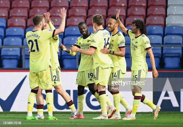 Nicolas Pepe of Arsenal celebrates after with team mates Calum Chambers, Rob Holding, Pierre Emerick Aubameyang and Mohamed Elneny after scoring his...