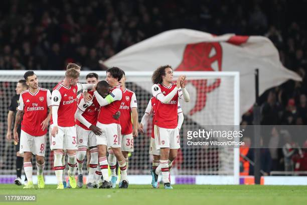 Nicolas Pepe of Arsenal celebrates scoring the winning goal with his teammates during the UEFA Europa League group F match between Arsenal FC and...