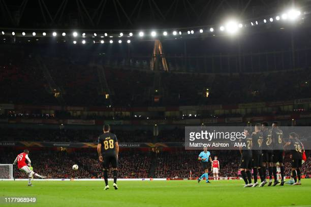 Nicolas Pepe of Arsenal scores a goal to make it 2-2 during the UEFA Europa League group F match between Arsenal FC and Vitoria Guimaraes at Emirates...