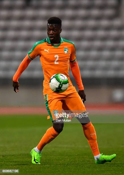 Nicolas Pepe of the Ivory Coast controls the ball during the International Friendly match between the Ivory Coast and Senegal at the Stade Charlety...