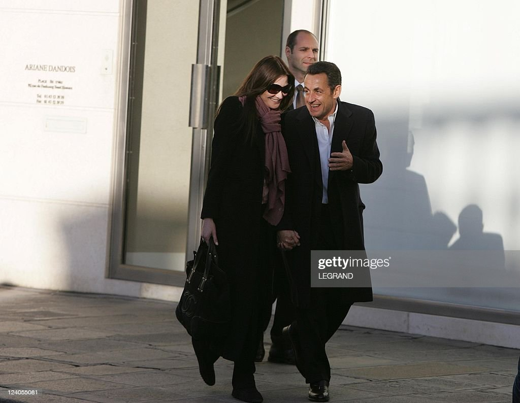 Bruni and Sarkozy walked out on the side. 11.03.2010 39