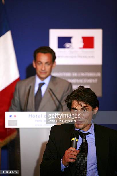 Nicolas Sarkozy Helds Press Conference On The Immigration On December 7Th 2007 In Paris France Here Nicolas Sarkozy And Arno Klarsfeld