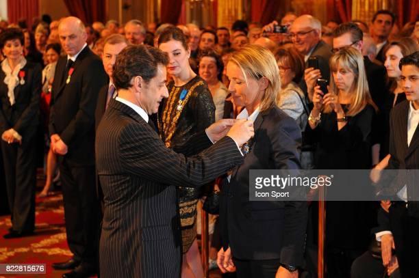 Nicolas Sarkozy/ Isabelle Demongeot Isabelle Demongeot recoit L'Ordre National du Merite a L'Elysee Paris