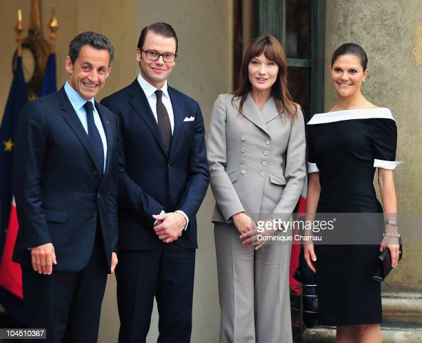 Nicolas Sarkozy, Prince Daniel of Sweden, Carla Bruni-Sarkozy and Crown Princess Victoria of Sweden pose in courtyard of the Elysee Palace after a...