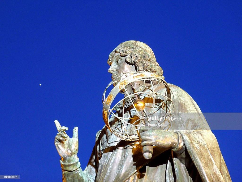 Copernicus pointing to a planet (Venus?) : News Photo