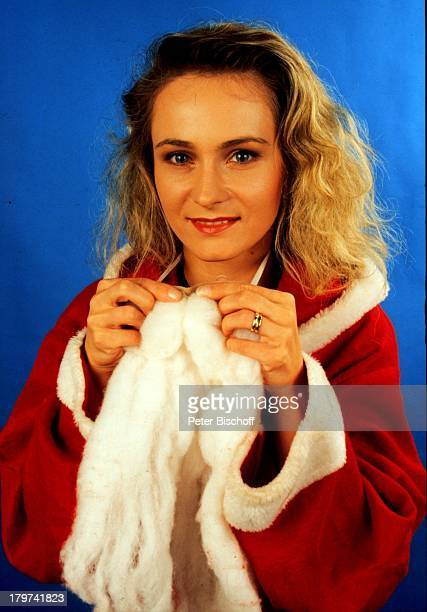 Nicole als Weihnachtsmann bzw Nikolaus verkleidet Advent Verkleidung Sängerin Promis Prominente Prominenter