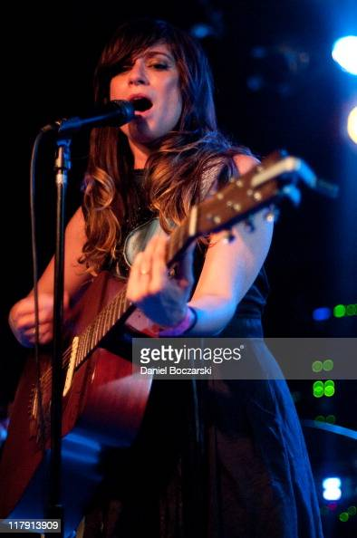 Nicole Atkins The Black Sea Perform On Stage At The Beat