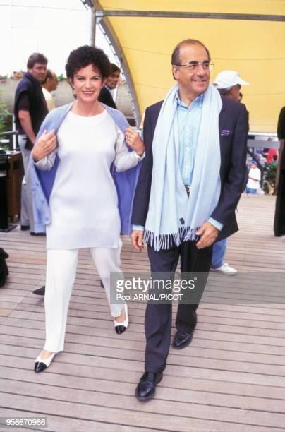 Nicole Avril et JeanPierre Elkabbach au tournoi de tennis de Roland Garros en juin 1995 Paris France