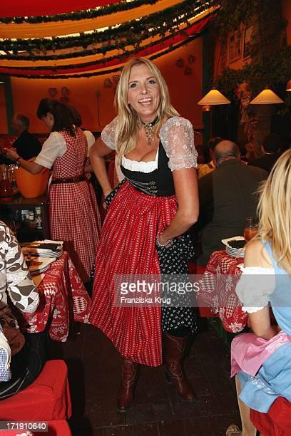 Nicole Belster Boettcher Im Hippodrom Beim Stammtisch Von 'Die Aktuelle' Auf Dem Oktoberfest In München Am 210908